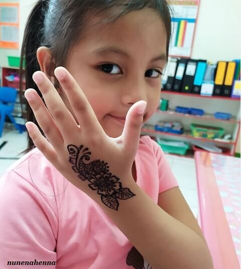 stylish and easy mehndi design for kids